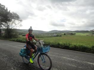 Trying out Amaia's bike - A experimentar a bicicleta da Amaia